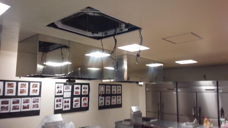 天井カセットエアコン4方向分解洗浄