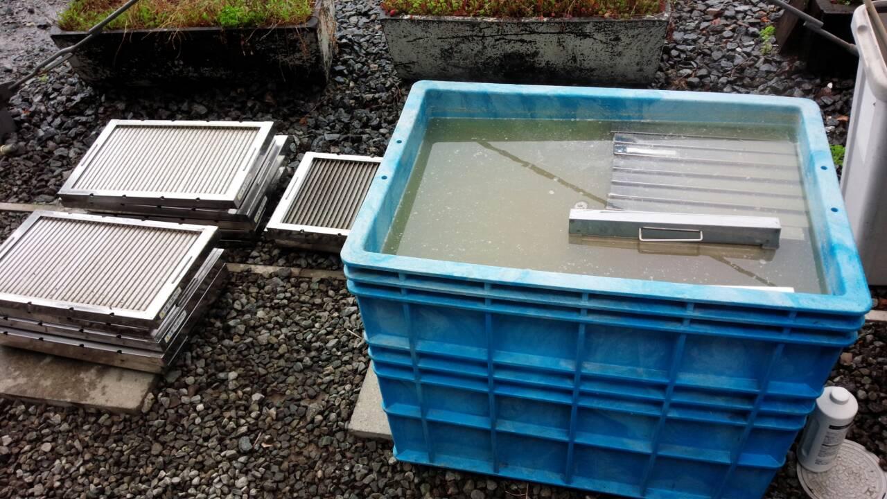 排水管パイプクリーニング・グリースフィルターの清掃