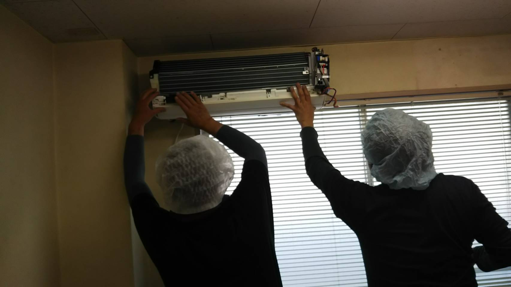 最新のダイキン壁掛けお掃除ロボ付きエアコンクリーニング
