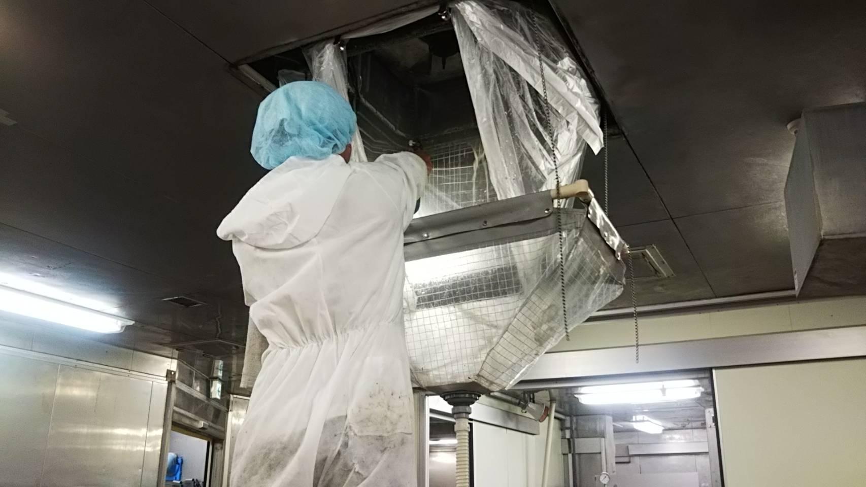 天井カセットエアコン分解洗浄