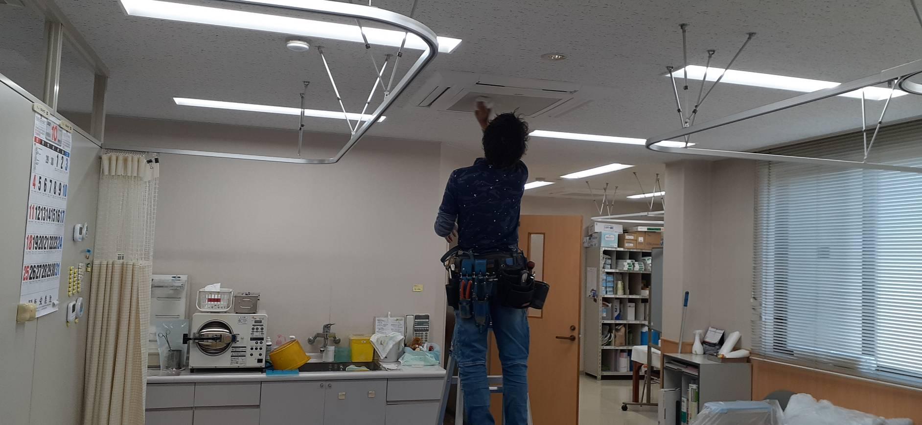 山梨県甲斐市の病院様 天井カセットエアコン分解洗浄